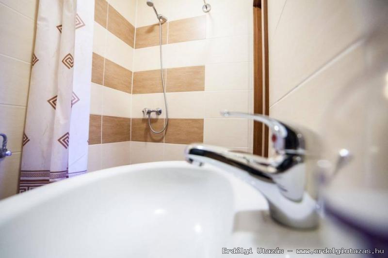 Saját fürdőszoba minden szobában