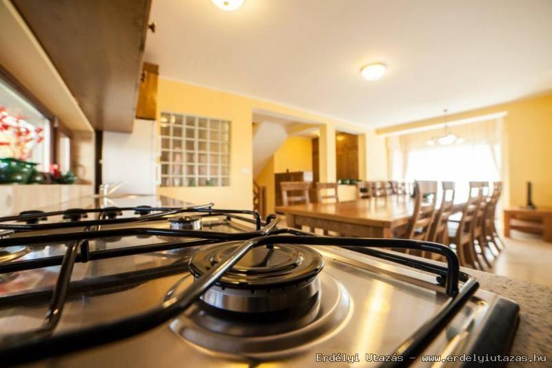 Az új ház konyhája és ebédlője