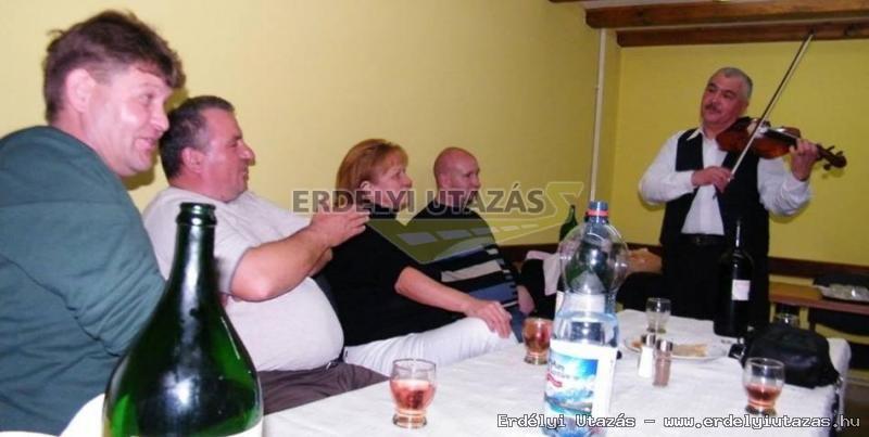Ren�ta Panzi�*** (65)