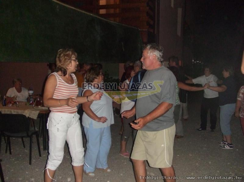 Ren�ta Panzi�*** (40)