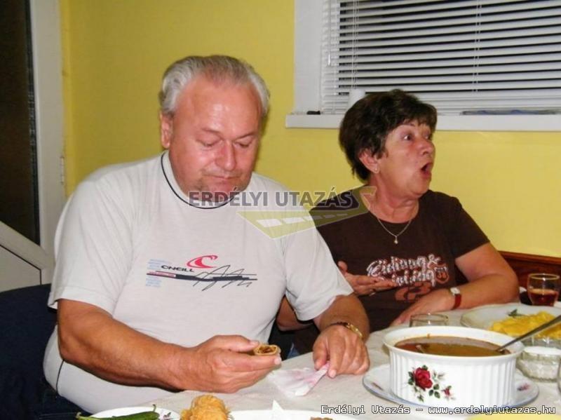 Ren�ta Panzi�*** (64)